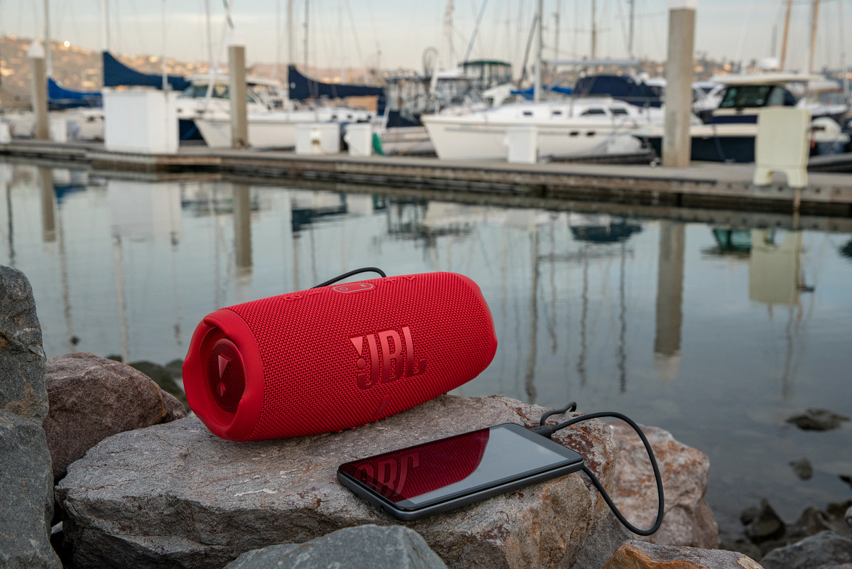 JBLs-Bar-50-Multibeam-is-an-all-in-one-speaker-with-Virtual.png