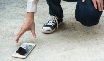 Для чого мені чохол та захисне скло на смартфон?
